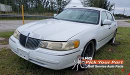 2000 LINCOLN TOWN CAR available for parts