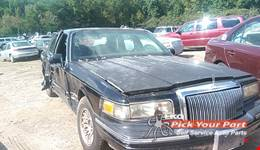 1995 LINCOLN TOWN CAR available for parts