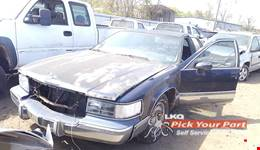 1993 CADILLAC FLEETWOOD available for parts