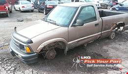 1996 CHEVROLET S10 available for parts