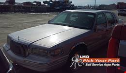 1996 LINCOLN TOWN CAR available for parts